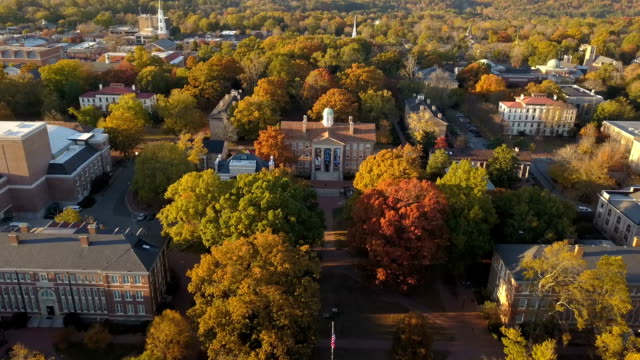 Universidad de Carolina del norte en Chapel Hill vista aérea - vídeo