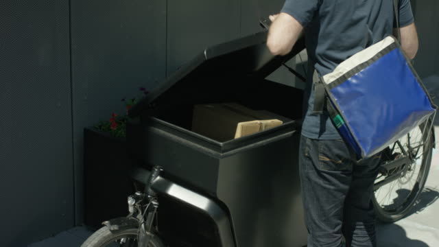 Unloading of a transportation bike by a bicycle courier video