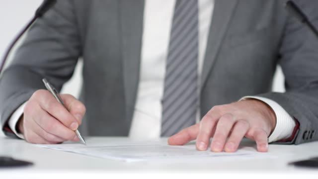 unrecognizable businessman signing document - appalti pubblici video stock e b–roll