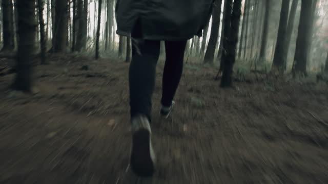 """vídeos de stock, filmes e b-roll de """"pov irreconhecível mulher correndo para a sua vida"""" - wood"""