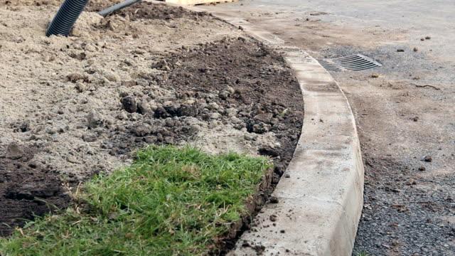 アンロール 草、応募ターフロールは、新規の芝生 - 造園点の映像素材/bロール