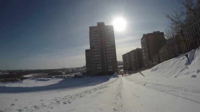 冬の景色を眺望する上り坂 ビデオ