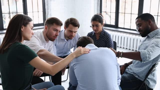vídeos de stock e filmes b-roll de upset man get psychological support from friends at group therapy - melhoria