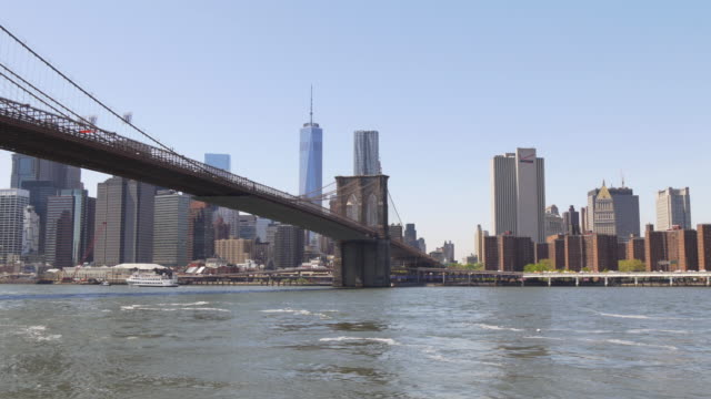 stati uniti d'america brooklyn ponte parco a manhattan, celebre luce panorama 4 k - subway video stock e b–roll