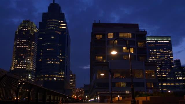 Estados Unidos noche de luces de la ciudad de jersey, panorama de muelle de 4 k, Nueva Jersey - vídeo