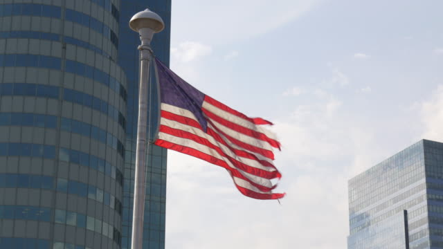 vídeos y material grabado en eventos de stock de estados unidos día de verano american nacional bandera 4 k - señalización vial