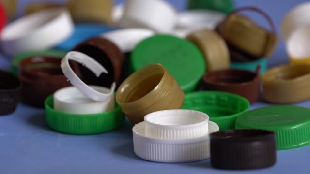 vídeos de stock e filmes b-roll de used plastic drink bottle caps and lids - box separate life