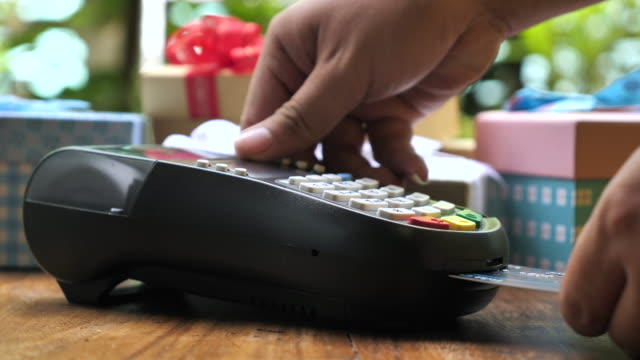 Using a credit card reader with Gift Box