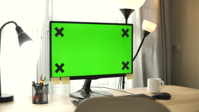 Using Computer Laptop With Green Screen at home ,No people