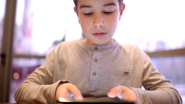 Using digital tablet video
