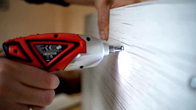 elektrikli tornavida kullanma - el aleti stok videoları ve detay görüntü çekimi