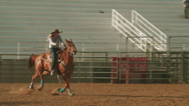 vídeos y material grabado en eventos de stock de rodeo de utah barrel racing - rodeo