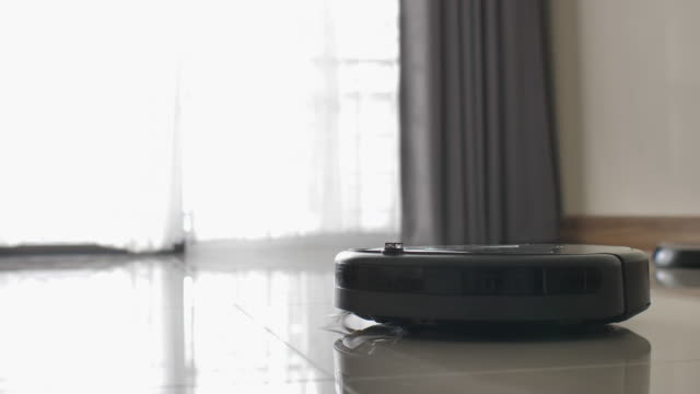 Vacuum Robot auto cleaning at home