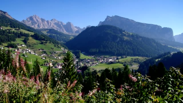val gardena st. christina in alpen - bundesland tirol stock-videos und b-roll-filmmaterial