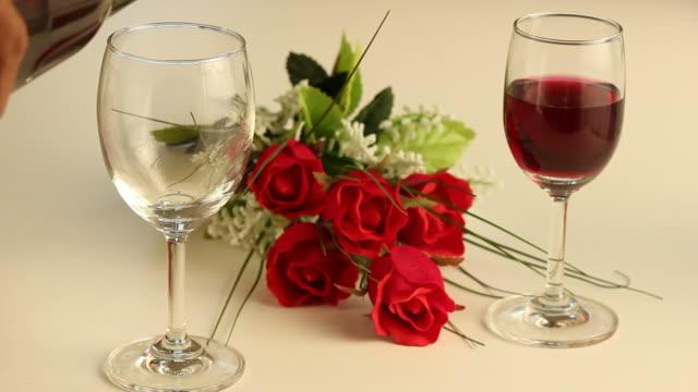 rose di san valentino carta dei vini. - full hd format video stock e b–roll