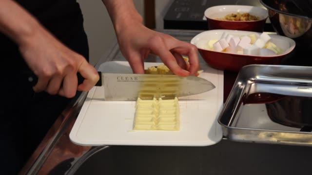 バレンタインの手作りチョコレート - バレンタイン チョコ点の映像素材/bロール