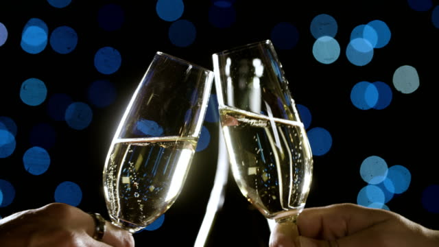 vidéos et rushes de valentin champagne toast - flûte à champagne