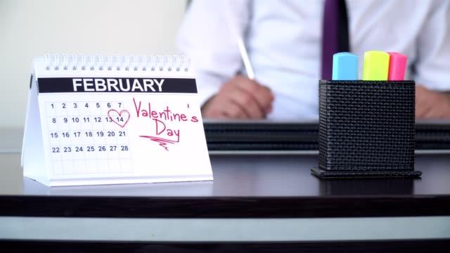 alla hjärtans dag - speciella dagar - calendar workout bildbanksvideor och videomaterial från bakom kulisserna