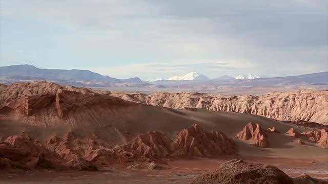 stockvideo's en b-roll-footage met valle de la luna, moon valle landscape, atacama desert, chile - maasvallei