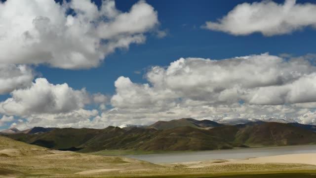 dalen av brahmaputra floden himalaya tibet - pilgrimsfärd bildbanksvideor och videomaterial från bakom kulisserna