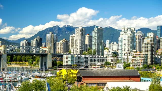 vancouver skyline zeitraffer brücke und berge 4k 1080p - vancouver kanada stock-videos und b-roll-filmmaterial