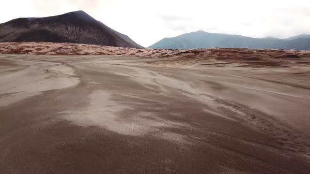 vidéos et rushes de vanuatu mount yasur volcano lava fields drone flight 4k tanna island - paysage extrême