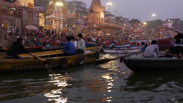 varanasi şehir, hindistan - hindistan stok videoları ve detay görüntü çekimi