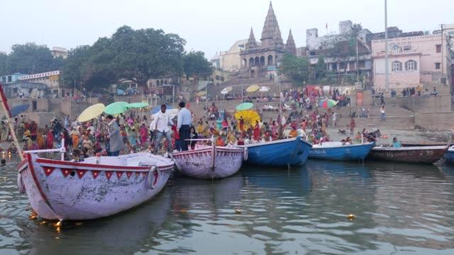 vídeos y material grabado en eventos de stock de varanasí ciudad, india - hinduismo