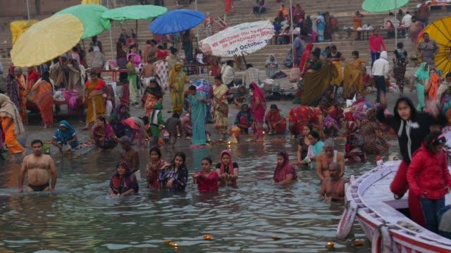staden varanasi, indien - pilgrimsfärd bildbanksvideor och videomaterial från bakom kulisserna
