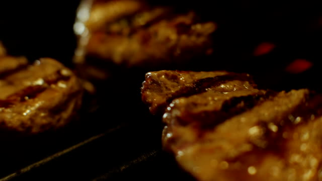 verschiedene internationale küche auf flaming grill - döner stock-videos und b-roll-filmmaterial