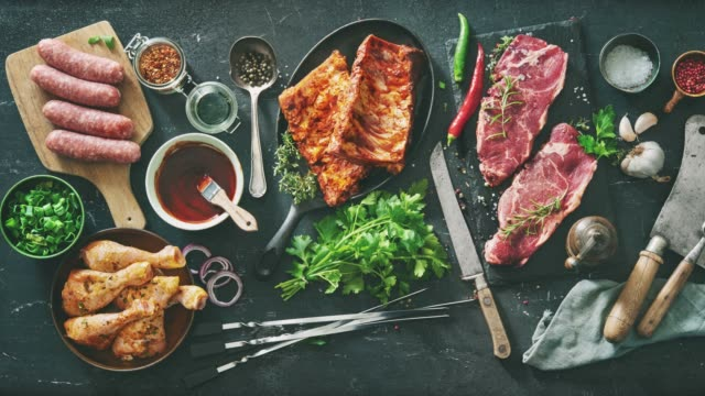 vari tipi di carne alla griglia e barbecue con cucina vintage e utensili da macellaio - crudo video stock e b–roll