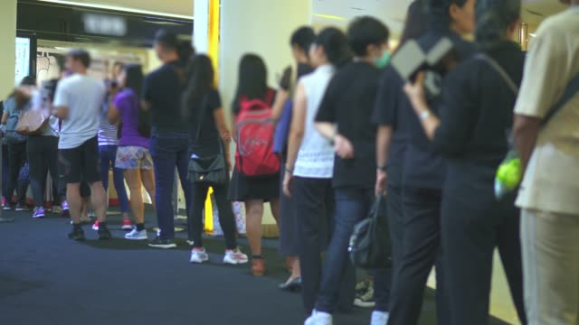 various people queueing / waiting in line - in fila video stock e b–roll