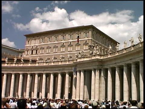 vatican city: push into pope at window - påve bildbanksvideor och videomaterial från bakom kulisserna