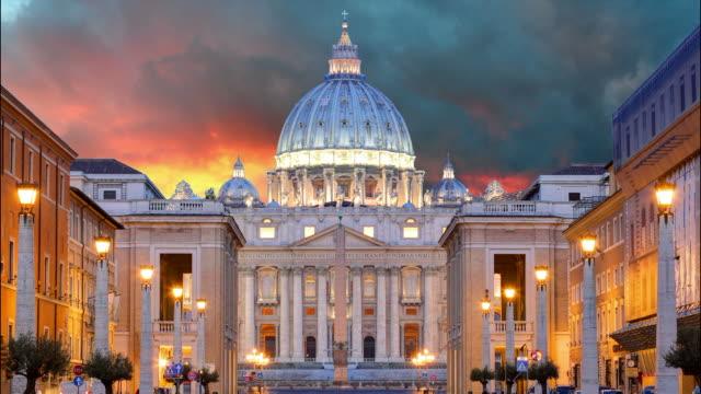 vatican, rome, st. peter's basilica - time lapse - basilika katedral bildbanksvideor och videomaterial från bakom kulisserna
