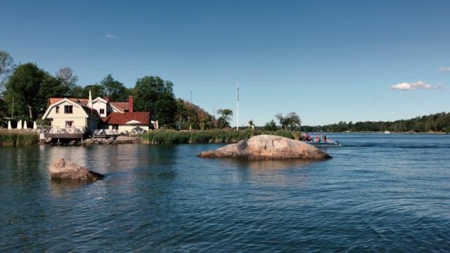 vaxholm ö-fiskeby vid havet - ferry lake sweden bildbanksvideor och videomaterial från bakom kulisserna