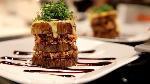 vegane speisen-hamburger - vegan stock-videos und b-roll-filmmaterial