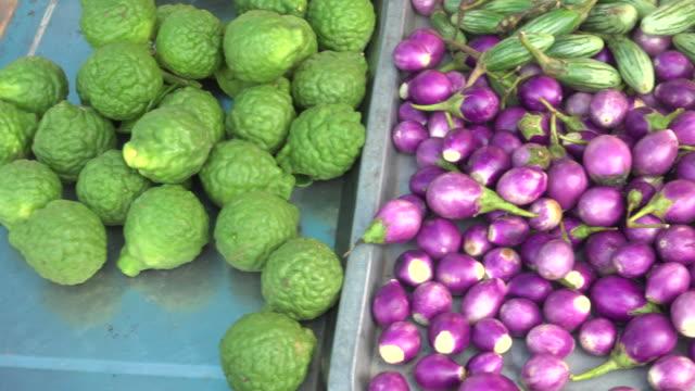 vegetable in plate - zucca legenaria video stock e b–roll