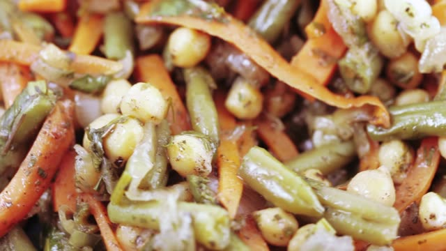 stockvideo's en b-roll-footage met groente salade op een plaat - plantdeel