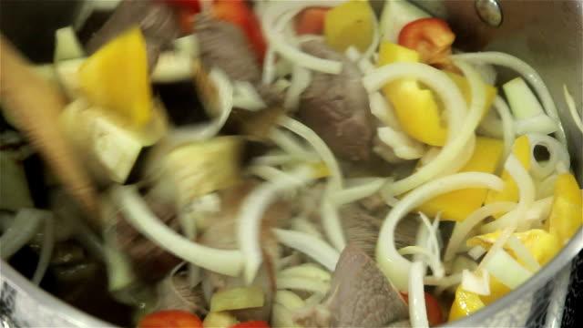Ensopado de legumes - vídeo