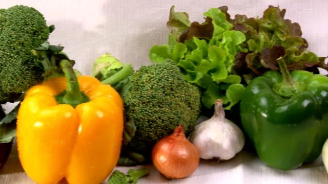 verdure, cam dolly - aglio cipolla isolated video stock e b–roll