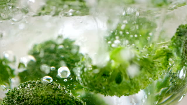 vegetables falling into water - broccolo video stock e b–roll