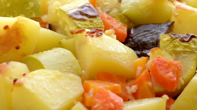 vegetables slices, baked in the oven video