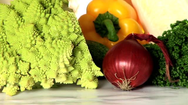 vídeos de stock e filmes b-roll de hd: produtos hortícolas - crucíferas
