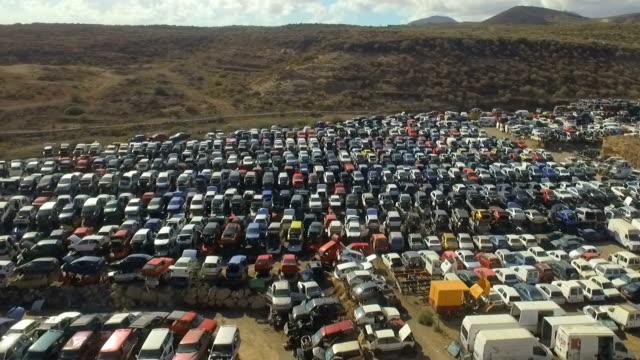 fordon kyrkogårdar - used car broken bildbanksvideor och videomaterial från bakom kulisserna