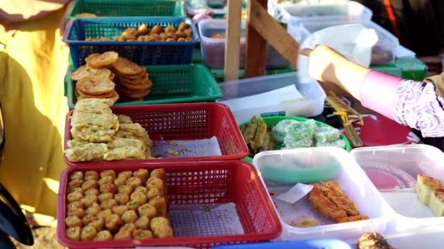 vendor sale traditional local cakes at ramadan bazaar - поститься стоковые видео и кадры b-roll