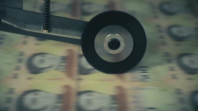 venezolanische banknoten werden gedruckt - inflation stock-videos und b-roll-filmmaterial