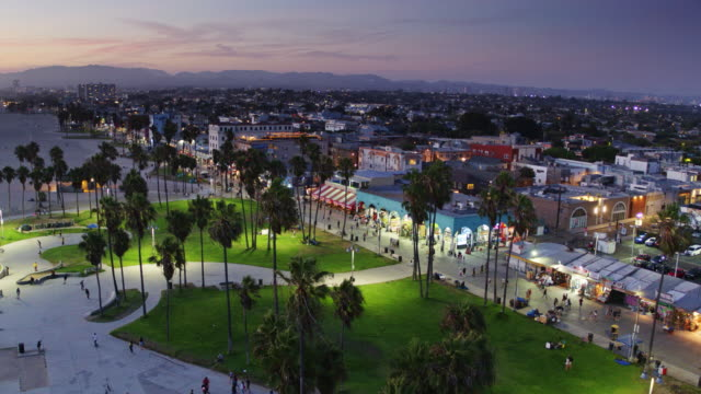 Venice Beach and Boardwalk After Sunset - Drone Shot - vídeo