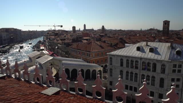 venedig i italien - utsikt från takterrass - stenhus bildbanksvideor och videomaterial från bakom kulisserna