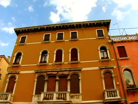 venice italy houses - passenger craft stock videos & royalty-free footage