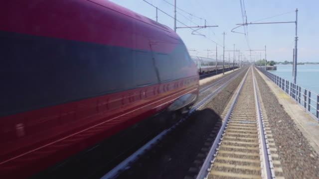 vídeos de stock e filmes b-roll de venice train railway transport to venezia s.lucia - passagem de ano